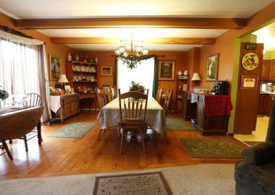 lil-black-bear-inn-dining-room