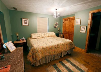 white-pine-guest-room