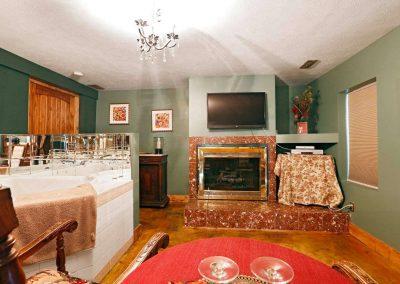 white-pine-room